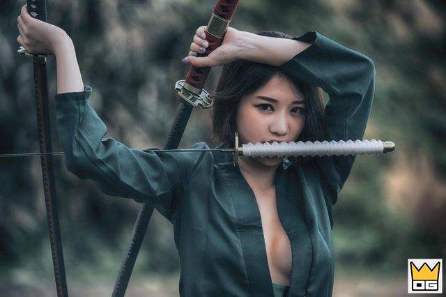 Cosplay kiếm sĩ Zoro phiên bản nữ vô cùng nóng bỏng