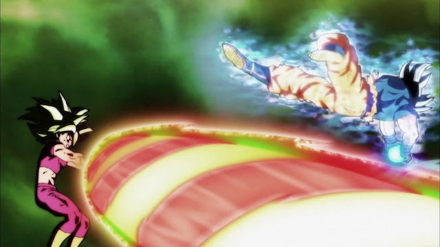 Hợp thể của Kale và Caulifla bị Goku đánh bại trong trạng thái Bản năng vô cực