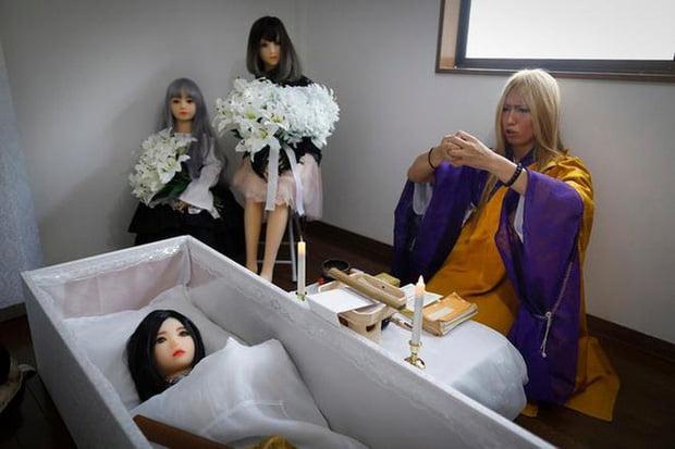 """Dịch vụ mai táng cho búp bê, chi phí """"chỉ"""" 20 triệu 1 lượt tại Nhật Bản"""